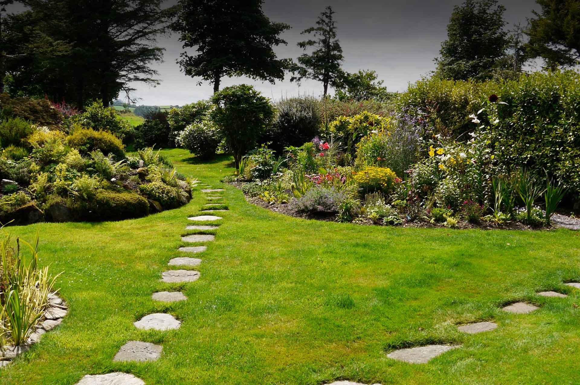 Incroyable Welcome   Pine Tree Lodge Garden